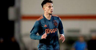 FC Bayern bindet drei Jugendspieler langfristig – Auch Kühn-Leihe ein Thema